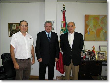 Embajador de Mexico en España con Abel Garcia y Joaquin Serna